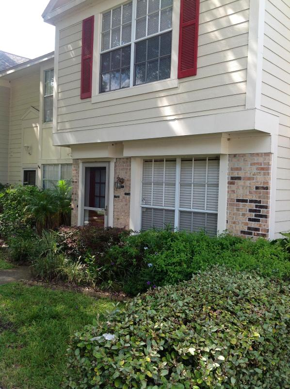 Entrance - Minutes To USF, Theme Parks and Convention Center - Tampa - rentals