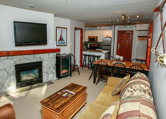 Living Area - Aspens #219, 2 Bdrm, Ski-in Ski-out, Serene Forest View, Free Wifi - United States - rentals