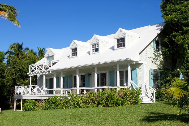 Attractive home with views of Bay and Cays - Image 1 - Harbour Island - rentals