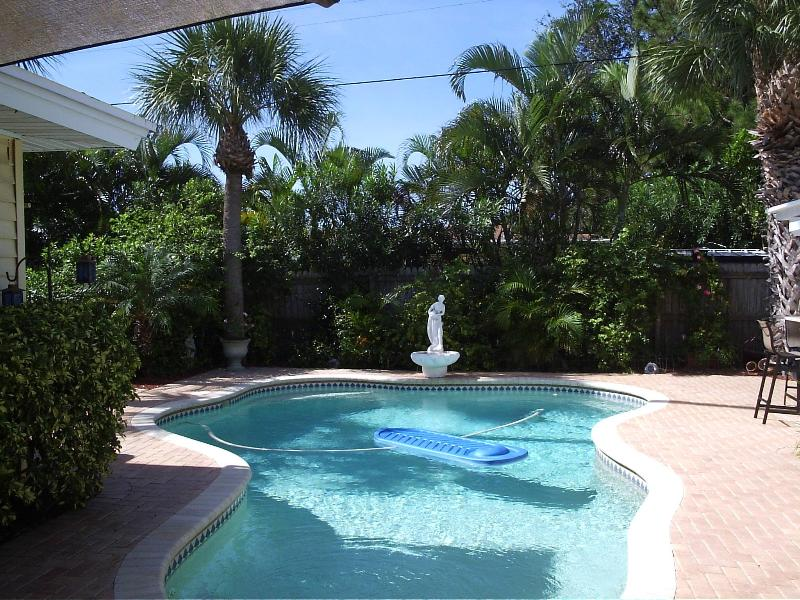 Tropical poolside oasis - Tropical Oasis Single Fam Home in Madeira Beach FL - Madeira Beach - rentals