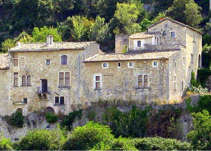 Maison Achard, Stunning Vacation Home with a Pool, Mazan - Image 1 - Mazan - rentals