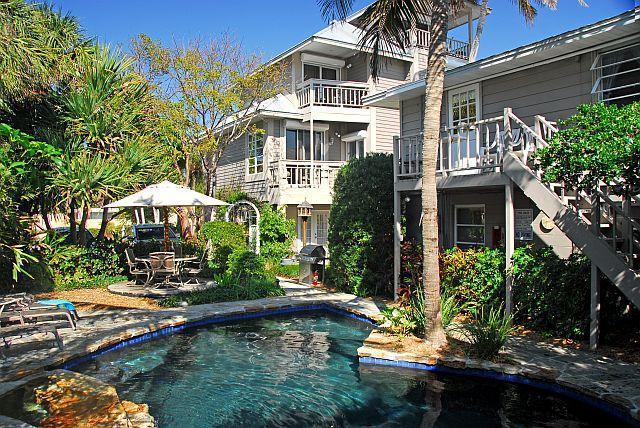 Honeymoon Suite overlooking the pool and beach, 2 balconies  - Honeymoon Suite - Siesta Key - rentals