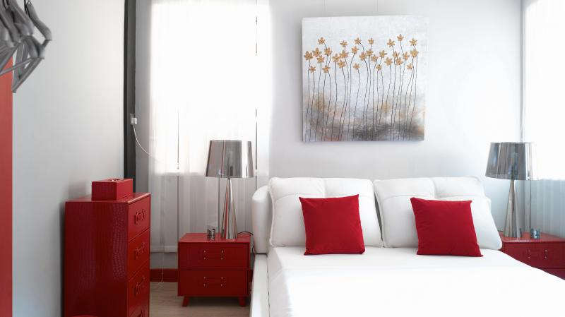 King size bed in two of three lovely designed bedrooms - The RichMix!BEST RATES!DESIGN MTR PERFECT LOCATION - Hong Kong - rentals
