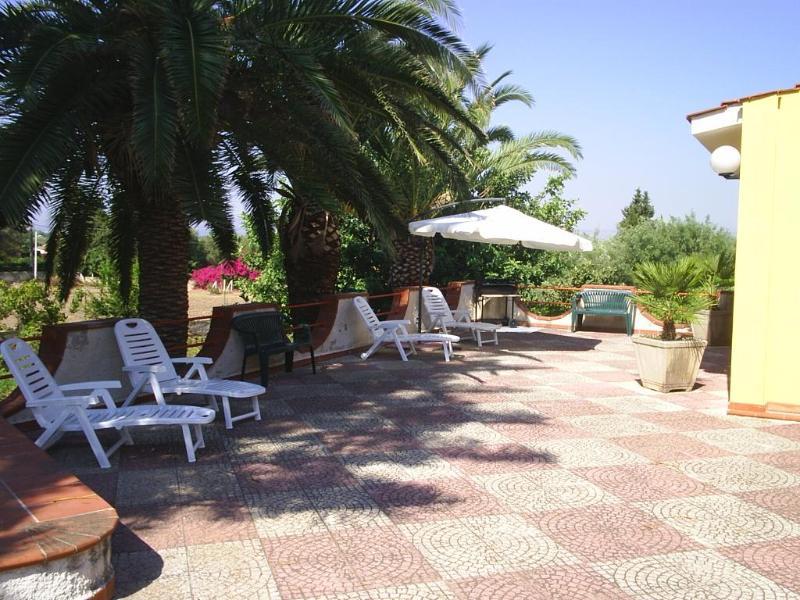 """Siracusa """" VILLA FORTUNA """" nella riserva naturale del Plemmirio , costa orientale della Sicilia - Image 1 - Syracuse - rentals"""