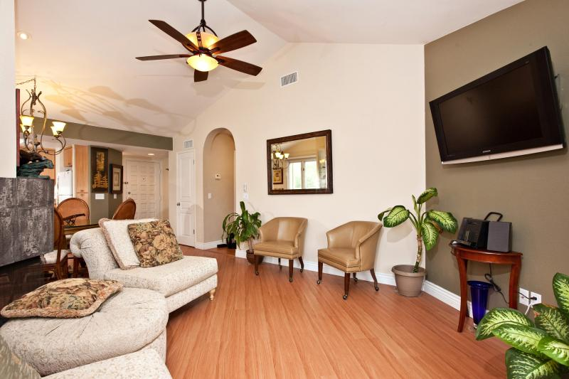 2BR / 2BA Luxury Fully Furnished Condo-33, - Image 1 - La Jolla - rentals