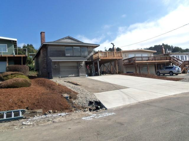Front View - Close Close Beach *Terrific Oceanview*hotub*2 beach accesses - Lincoln City - rentals