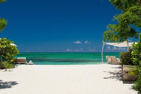 The Sanctuary boasts elegant design, heated pool, ensuite alfresco showers & beachfront jacuzzis - Image 1 - Parrot Cay - rentals
