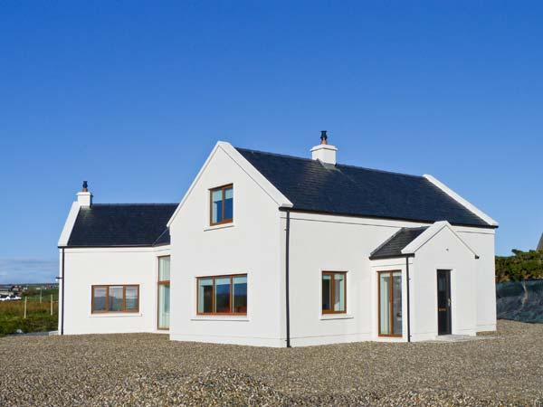 RANNAGH VIEW, detached, sea views, off road parking, garden, in Liscannor, Ref 21153 - Image 1 - Liscannor - rentals