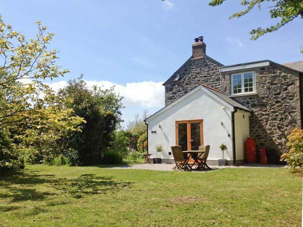 THE DAIRY, all ground floor, woodburner, close to Coverack, Ref 20990 - Image 1 - Coverack - rentals
