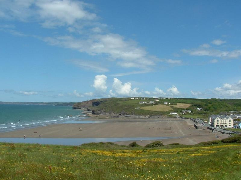 Broad Haven Beach - Morawelon seafront apartment with superb sea views - Broad Haven - rentals