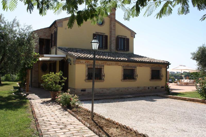 Private villa with pool,15 km to the coast, Marche - Image 1 - Morrovalle Scalo - rentals