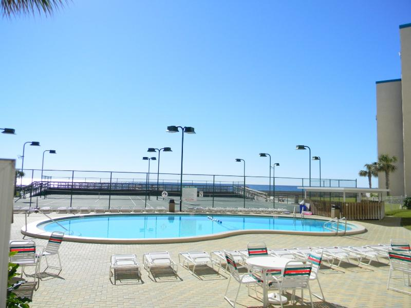 Hol. Surf & Racquet Club 112 - 15% OFF Stays From 4/11 - 5/15! Ground Floor Pool Front on Holiday Is - Image 1 - Destin - rentals