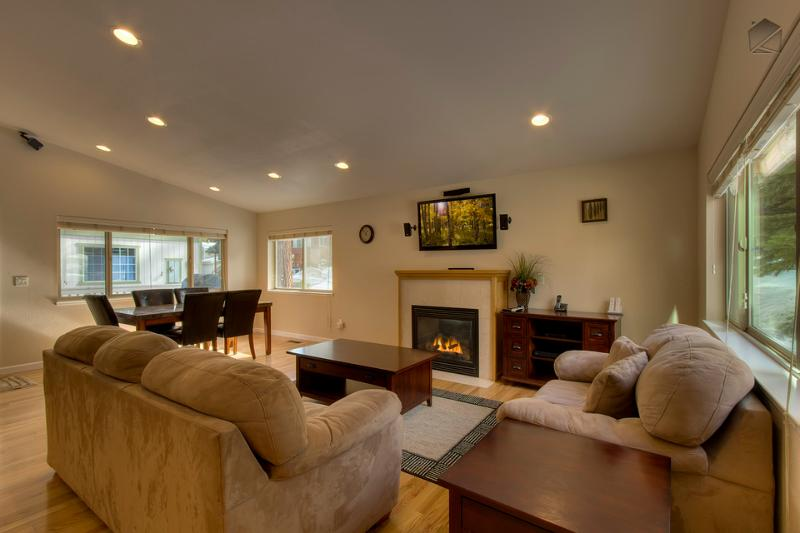 Open layout w/ vaulted ceilings - living room w/ gas fireplace & flatscreen TV - Home with private hot tub near hiking trails - Jacarillo Junction - South Lake Tahoe - rentals