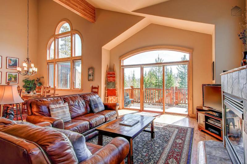 Eagle's Nest Home is a perfect mountain getaway for the family - Spacious getaway with beautiful mountain views, lake and golf course nearby - Eagles Nest Home - Silverthorne - rentals