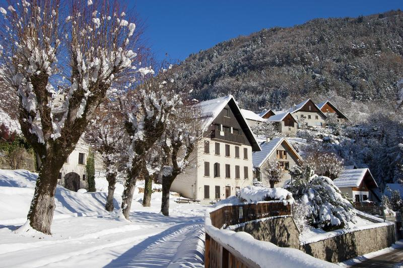 Le Chateau d'Oz in winter - Country House near Alpe d'Huez and Bourg d'Oisans for Ski and Cycling - Oz en Oisans - rentals