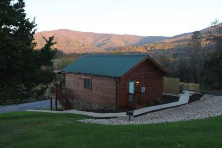 Mountain Views - Hawksbill Retreat 1 Bedroom Cabin - Luray - rentals