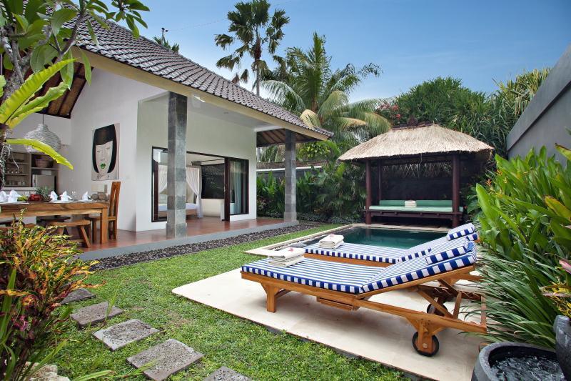 Villa Saudara - top location 50m to Seminyak Beach - Image 1 - Seminyak - rentals