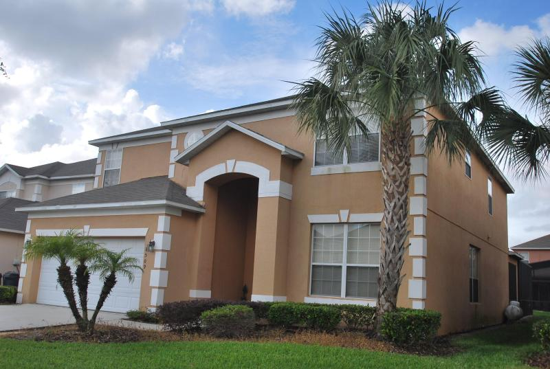 Front view of the house - Luxurious 7 bed in Emerald Island next to Disney - Kissimmee - rentals