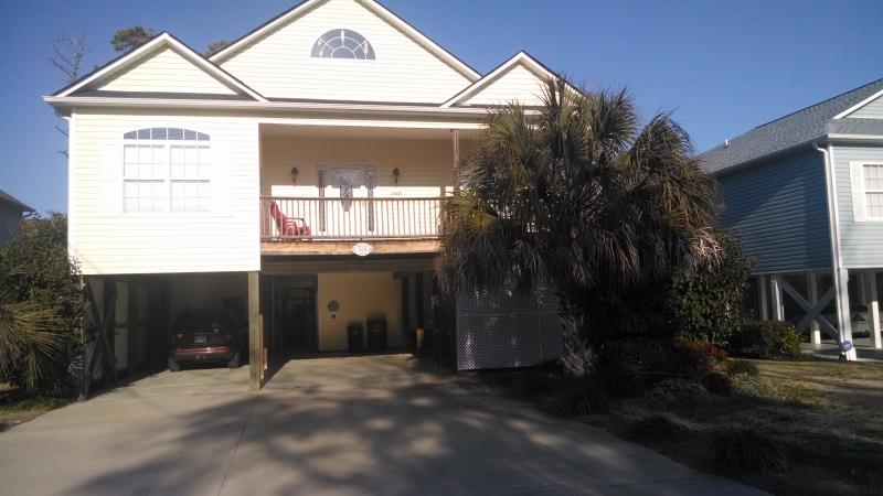 Plenty of Parking - Barefoot Contessa- Private Pool and Golf Cart - North Myrtle Beach - rentals