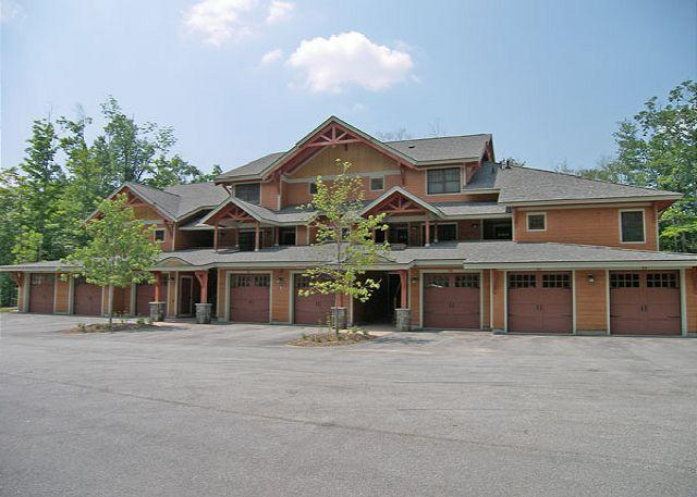 Outside - P001D- Managed by Loon Reservation Service - NH Meals & Rooms Lic# 056365 - Lincoln - rentals