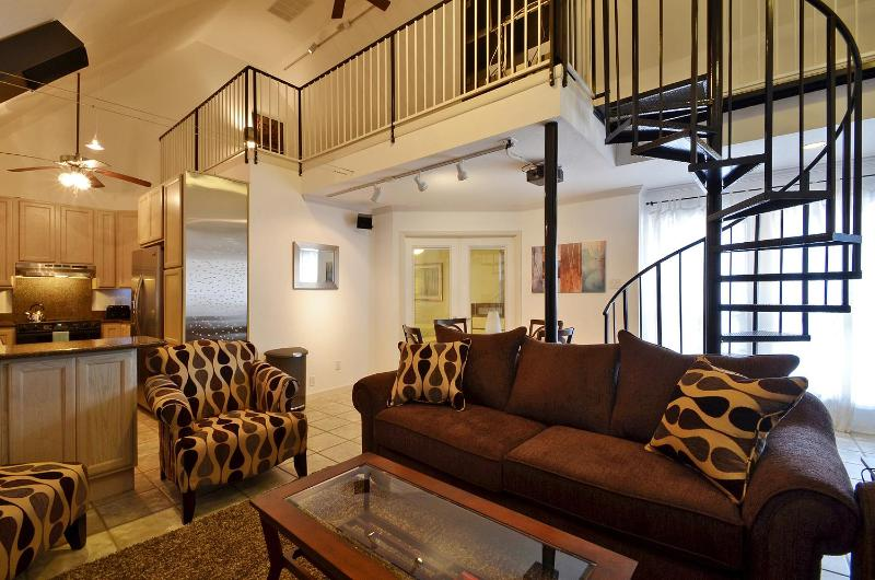 Great location sleeps 12! 2 blks to Conv. Ctr +6th - Image 1 - Austin - rentals