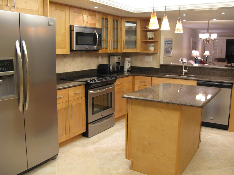 Updated fully equipped kitchen - granite countertops - Pointe Santo Penthouse Condo with Private Sun Deck - Sanibel Island - rentals