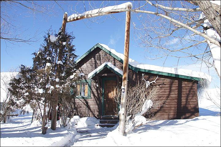 Close up Exterior View of the Cabin. - Pet Friendly Cabin with Private Hot Tub - Great Value - No Housekeeping Fees (11883) - Steamboat Springs - rentals