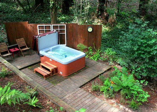 """The Little Red House!"" Hot Tub! 5 min walk to Golf Course!3 NIGHTS FOR 2! - Image 1 - Guerneville - rentals"