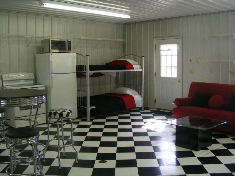 Hot Rod Hut Bunks and Queen-Size Click-Clack - The Hot Rod Hut - Lazy River At Granville - Granville - rentals