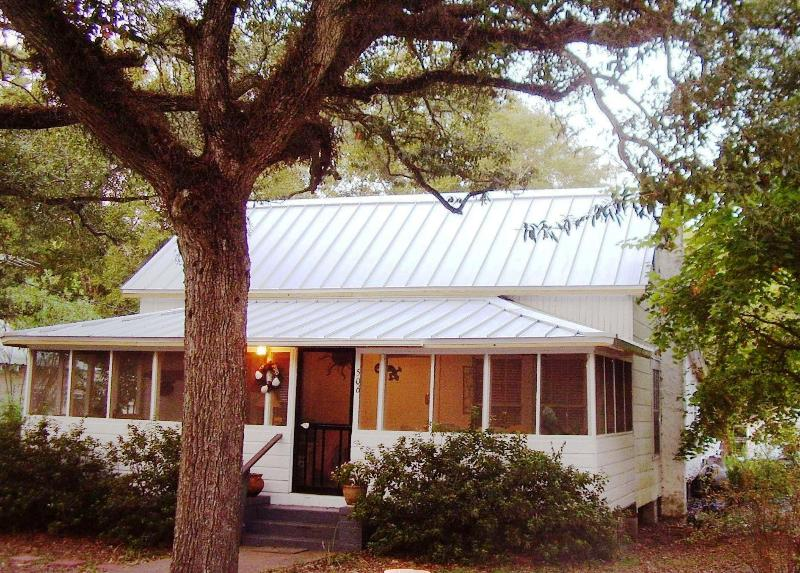 Winchester Cottage, 1933 - Winchester Cottage, under old oaks in Carrabelle - Carrabelle - rentals