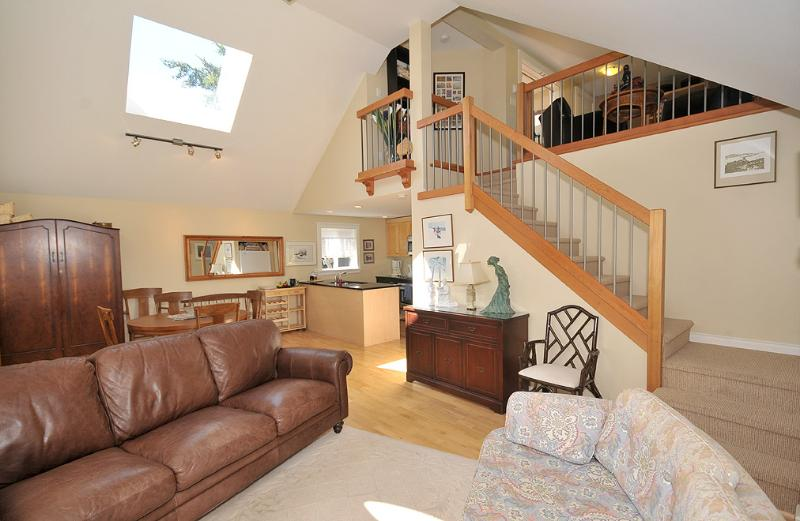 Bright and comfortable living space - 2 Bedroom Sidney Cottage Steps to the Beach and Short Walk to Town - Sidney - rentals