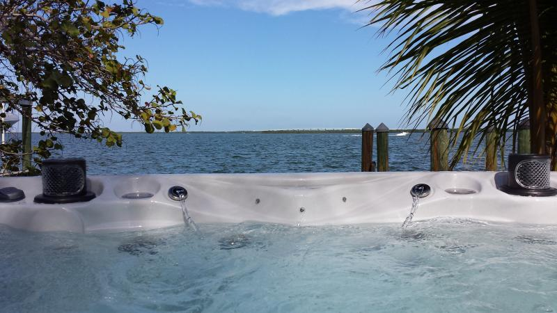 4/3 Gorgeous, Private Home w/open Bay & SwimSpa - Image 1 - Key Largo - rentals