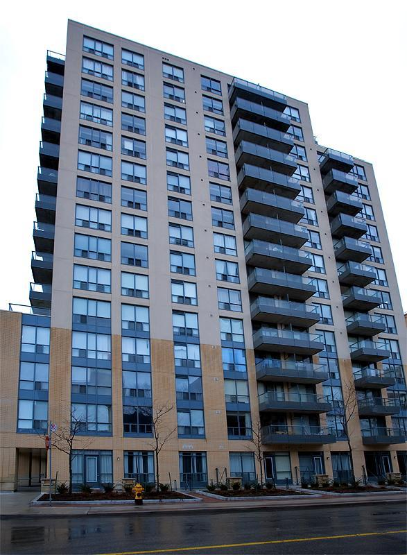 Front view of building - One Bedroom Condo in the heart of downtown Toronto - Toronto - rentals