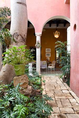 Portico Outdoor Living Room - El Portico de la Candelaria  NYTimes recommended - Merida - rentals