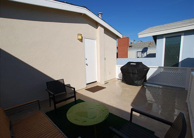 Great 3 Bedroom Oceanside Home! 7 Houses from Sand! (68289) - Image 1 - Newport Beach - rentals