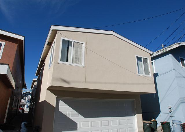 Parking for 1 car in the garage. - Great 3 Bedroom Oceanside Home! 7 Houses from Sand! (68289) - Newport Beach - rentals