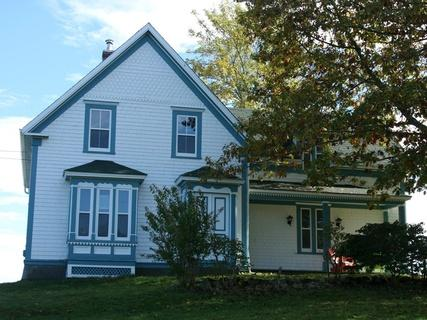 Heart of the Ocean Cottage is located in the seaside community of West Green Harbour, Nova Scotia - Heart of the Ocean Cottage - Lockeport - rentals