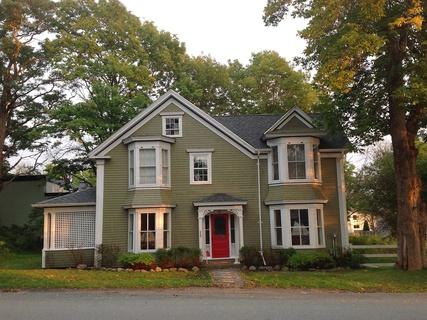 Shorewood House is located in the heart of Shelburne's beautiful Historic District. - Shorewood House - Shelburne - rentals