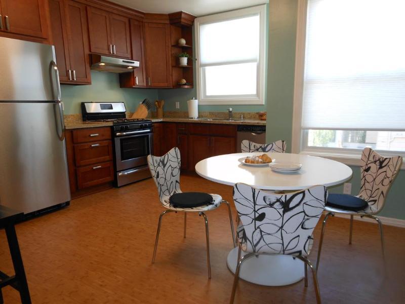 Spacious kitchen with dining area - Enjoy Fisherman's Wharf/No Beach w/deck & parking - San Francisco - rentals