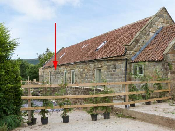 HORSESHOE COTTAGE, stone barn conversion, wet room, double-ended bath, granite worktops, private patios, pets welcome, near Great Ayton, Ref. 18060 - Image 1 - Great Ayton - rentals