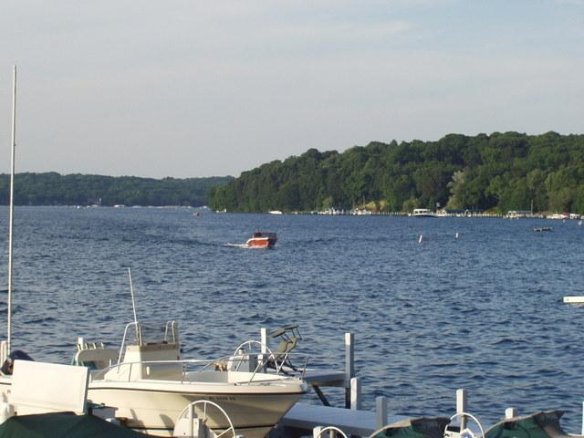 Beautiful Geneva Lake - My Grandma's Cottage--one row off Geneva Lake - Fontana - rentals