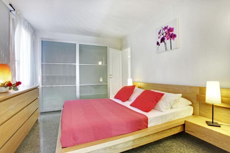 1st spacious double bedroom - Apartment Ca' Verdi in Venice, near Strada Nuova, Ca' D'Oro stop,  Rialto and San Marco - Venice - rentals
