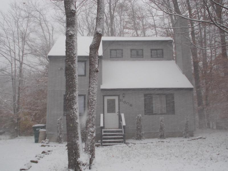front of house - Cottage Best deal in the Poconos no fees/Taxes Many awards and 200 5 star review - Tobyhanna - rentals