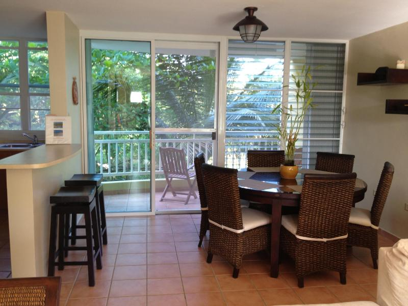 Table for six and breakfast bar - Gorgeous beach apartment! - Loiza - rentals