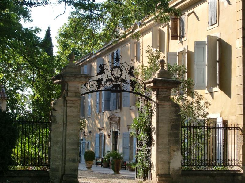 Facade - Chateau Rieutort B&B - 18th century wine domain - Saint-Pargoire - rentals