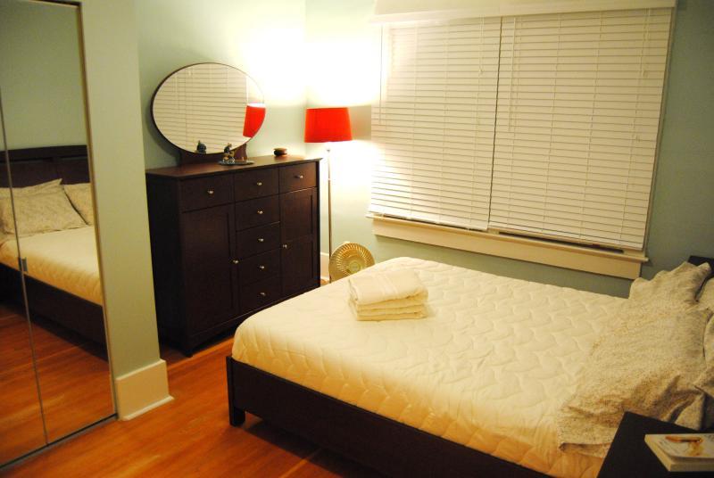 Newly built Main floor bedroom - 5 Bedroom West Side Vancouver Heritage House - Vancouver - rentals