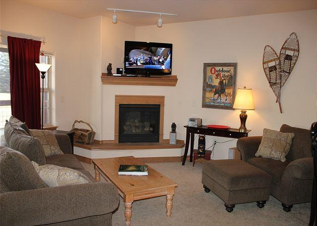 DLC1 Fantastic Condo w/ Wifi, Fireplace, King Bed, Common Hot Tub - Image 1 - Frisco - rentals