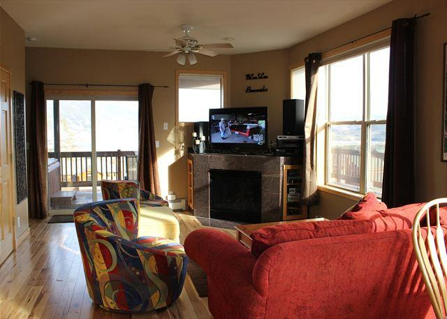 Excellent Townhouse with Fireplace, Wifi, Private Hot Tub, and Garage - Image 1 - Silverthorne - rentals