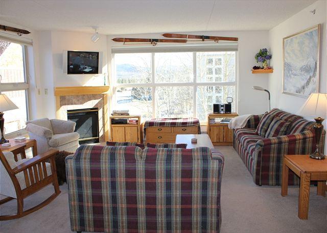TW210 Pretty Condo w/Common Hot Tub, Mountain Views, Fireplace, Garage - Image 1 - Frisco - rentals