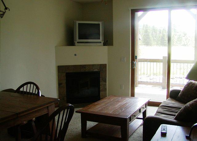 HGL213 Desirable Condo w/Elevator, Shuttle, Fireplace, Common Hot Tub - Image 1 - Breckenridge - rentals